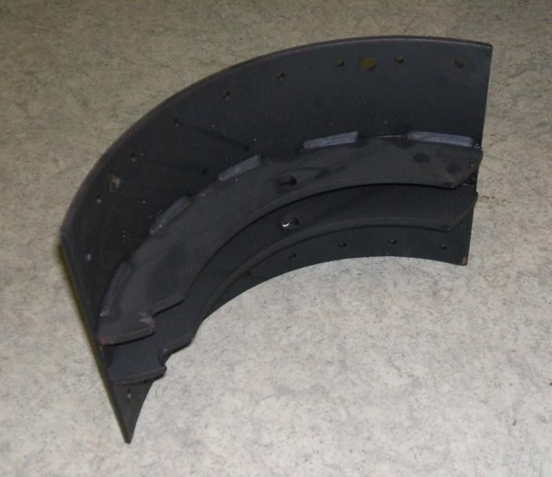 Halber Bremsbackensatz 225mm br. p.f. Volvo 30900770[146.109-00]